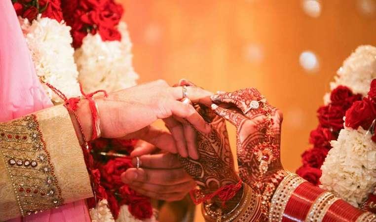 10 Memorable Bollywood Wedding Dresses