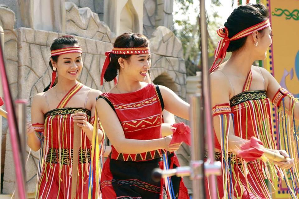 In Pics: Cultural Gliteratti At Surajkund Mela 2016