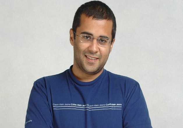 Writer Chetan Bhagat's letter to Kashmiri youth will leave you thinking!