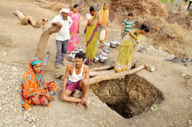 'Manjhi' man of Nagpur digs up a well after Dalit wife denied water by upper caste