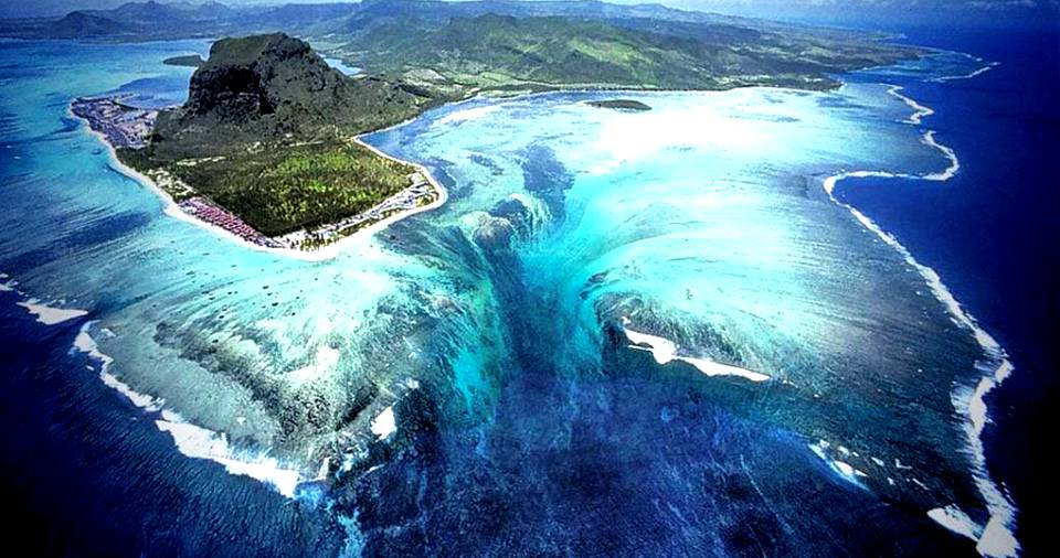 There Is An Underwater Waterfall In Mauritius And Needless To Say, It's Majestic!