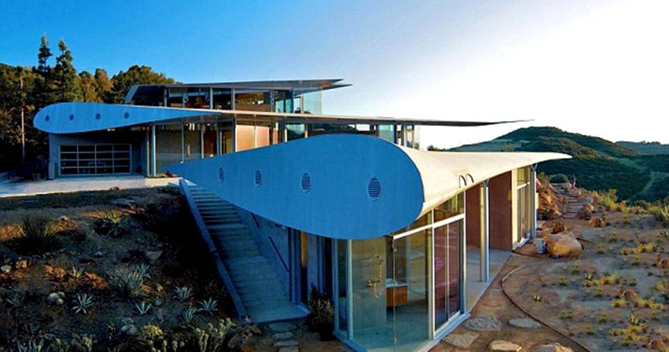 This Extraordinary Home Is Built Using Remnants Of Boeing 747 Jet!